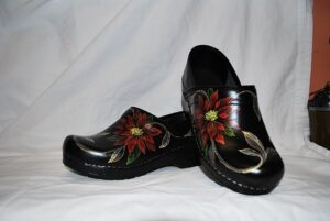 LIMITED EDITION DANSKO PROFESSIONAL HAND PAINTED CLOG - POINSETTIA